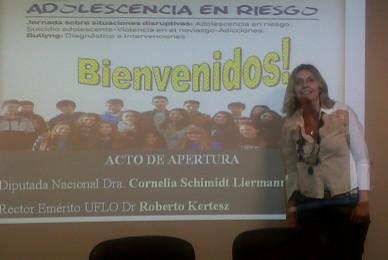 Hoy Sábado en la UFLO Jornada Intensiva sobre Adiccciones en Adolescentes.