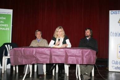 Centro Cultural Munro debatiendo sobre cómo combatir las adicciones.