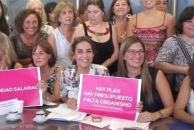 """CLARÍN 02/03/2017 Las mujeres de Cambiemos les piden a los """"gordos"""" de la CGT paridad salarial"""
