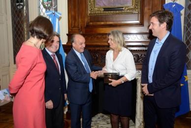Encuentro con representantes de la Unión Europea