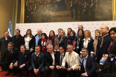 """AICA.ORG 1/8/2018 Los 125 diputados """"provida"""" fueron homenajeados en el Salón de los Pasos Perdidos"""