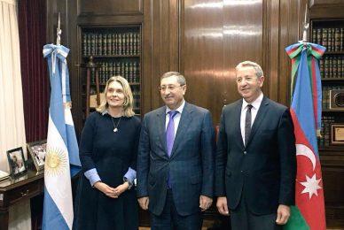 Fortaleciendo vínculos económicos con Azerbaiyán
