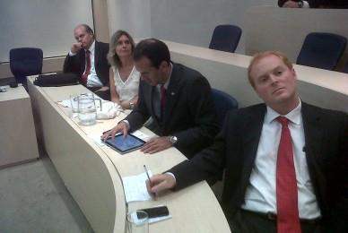 Con representantes de diferentes partidos de Chile